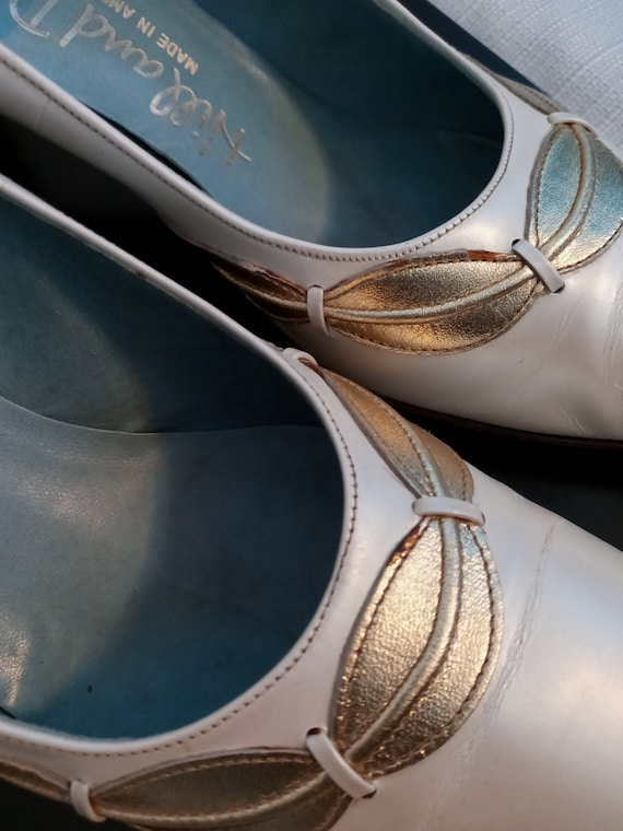 Vintage pearl white and gold shoes - image 3