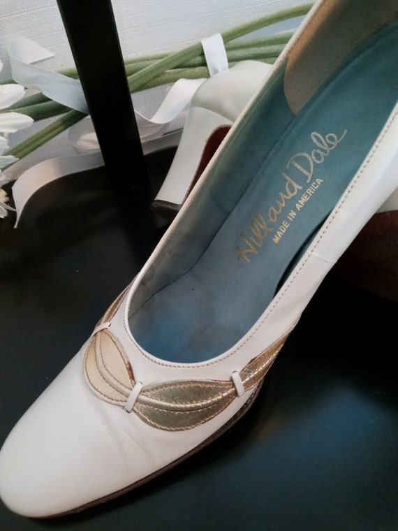 Vintage pearl white and gold shoes - image 4