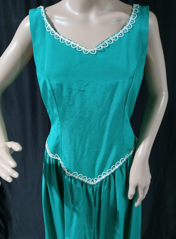 Vintage green sleeveless gown