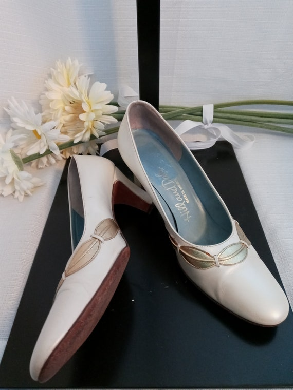 Vintage pearl white and gold shoes - image 10