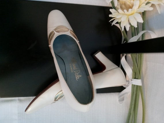 Vintage pearl white and gold shoes - image 5