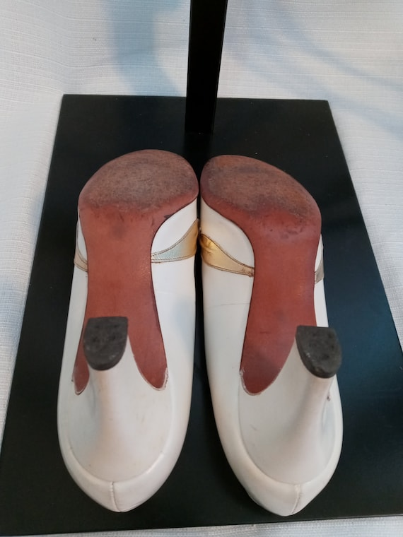 Vintage pearl white and gold shoes - image 8