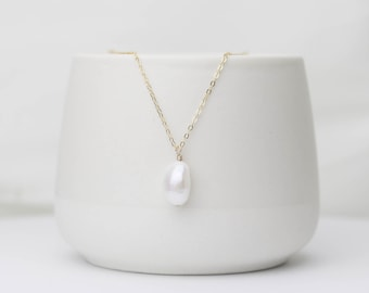 Minimalistic Gold Necklace | Pearl Necklace | Gold Filled | Chain Necklace | Freshwater Pearl Charm | Statement Necklace | Gift for her