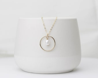 Minimalistic Gold Necklace | Pearl Necklace | Gold Filled | Chain Necklace | Freshwater Pearl Charm | Circle Necklace | Gift for her