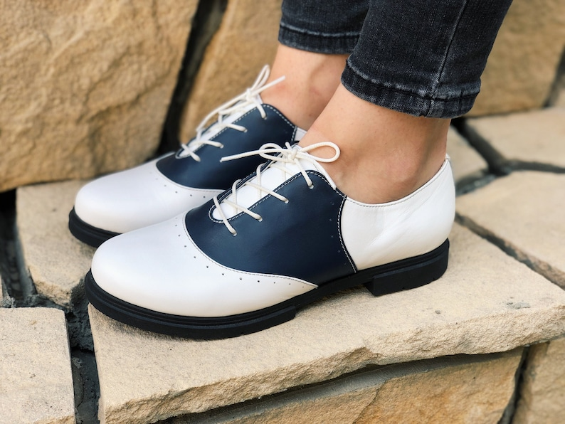 70s Outfits – 70s Style Ideas for Women Leather shoes Womens White Oxford Flats Saddle shoes Comfortable Wear Lace up Oxford Hand Made Sole Custom Wide Oxford $126.00 AT vintagedancer.com