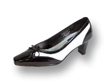 1e62e13999475 Black white pumps | Etsy