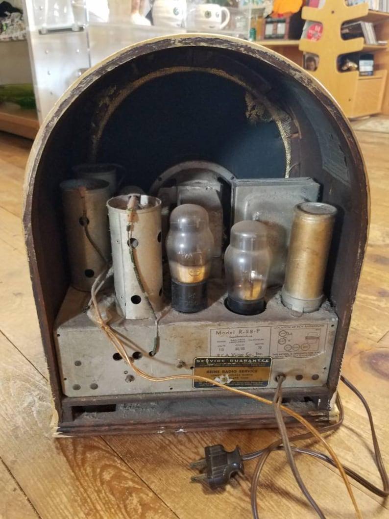 Vintage RCA Victor Cathedral Tube Radio