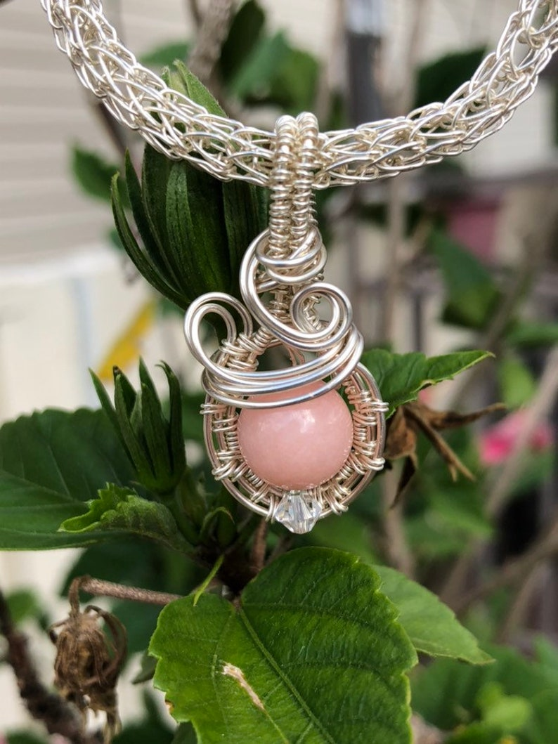 24 Pink glass /& wire pendant wchain