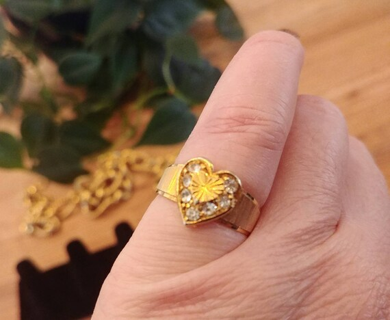 Fun Little Gold Tone Heart Ring