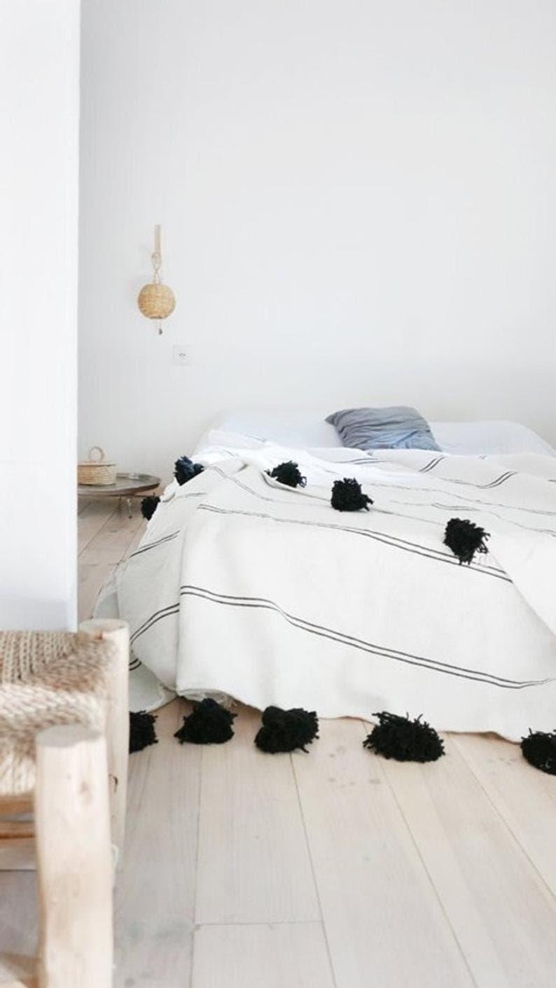 Canapé En Toile De Jute moroccan blanket, pom pom blankets,bed spread,moroccan throw blanket,cotton  moroccan bedding,pom pom throw blankets,berber moroccan decor
