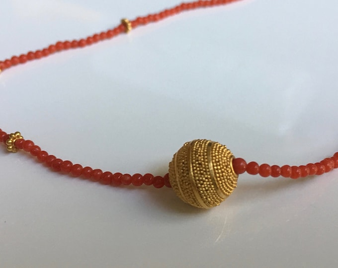 Coral beaded necklace with 18kt gold