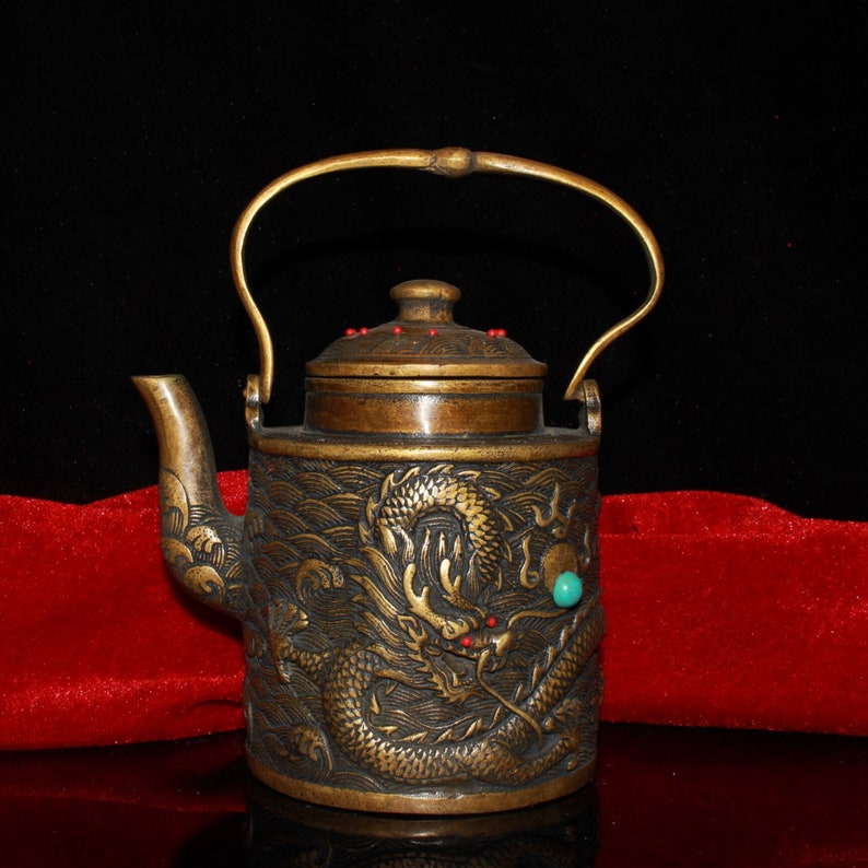 gilded Early collection of inlaid gemstones and old dragon jug ornaments\u2014002 pure copper