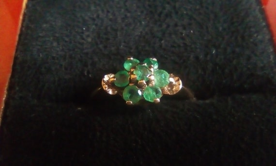 9ct Gold Emerald Cluster Ring