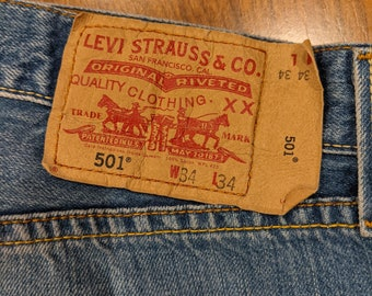 Vintage LEVI Shorts - Size 34