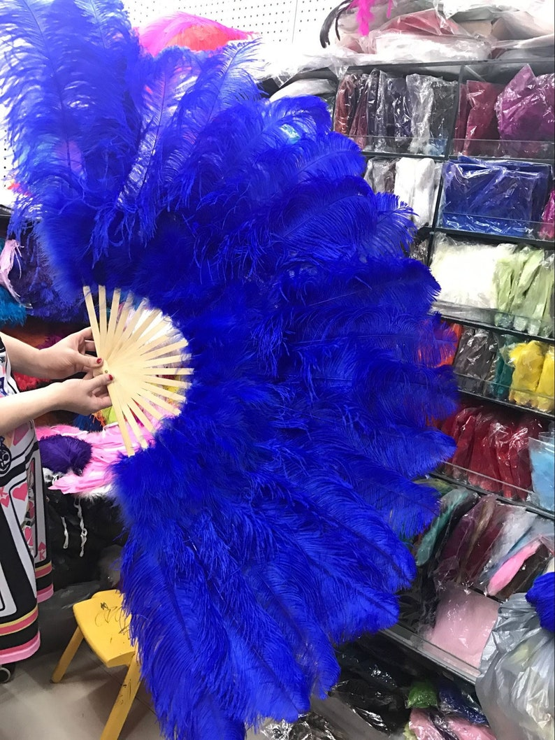 Items similar to RENTAL - Burlesque Feather Fan by Talulah