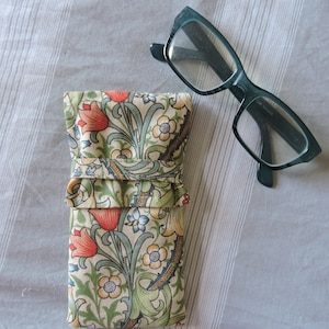 William Morris /'Willow bough blue/' Padded Glasses Holder Art botanical fabric Soft Pouch Summer Accessory\u00a0Gift. Sunglasses Case