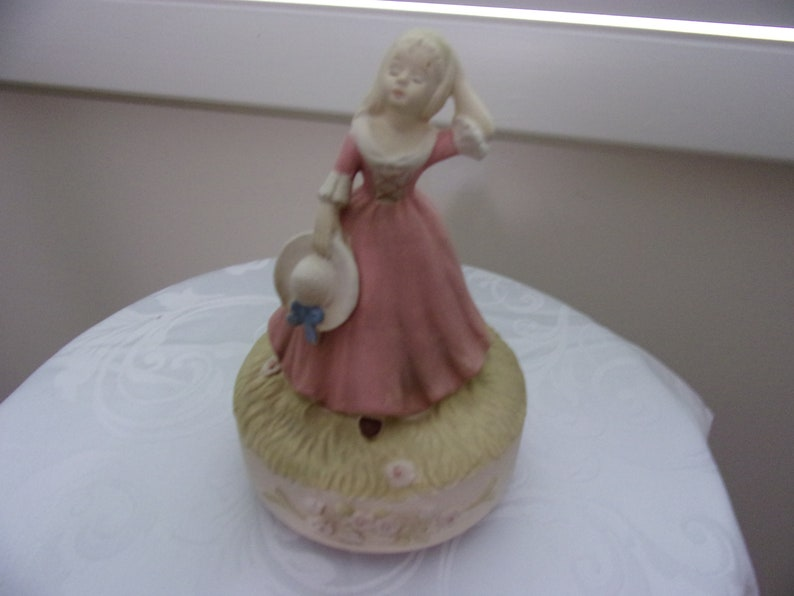 Unique Lady With Hat Music Box Plays Music Box Dancer