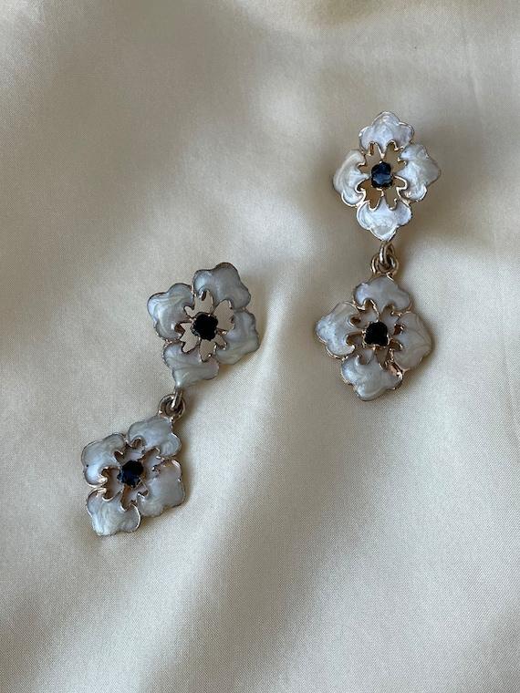 Vintage/antique gold tone enamel flower drop earri