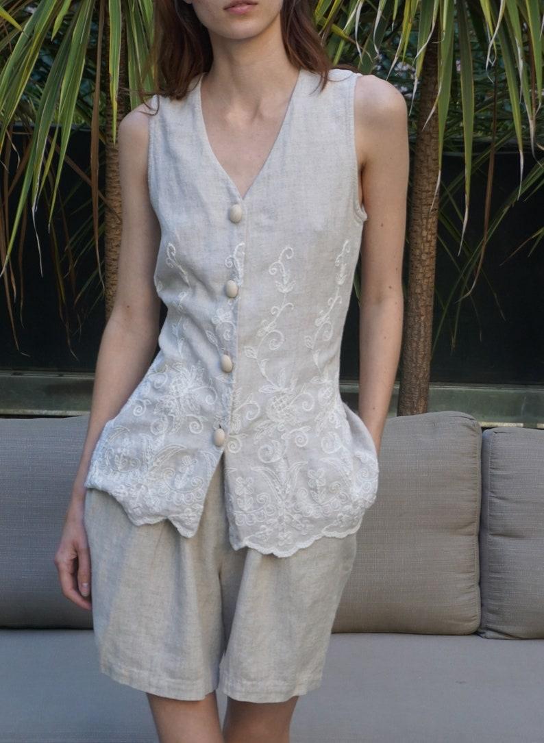 Judy Knapp sleeveless vest shorts set linen gray beige with wooden buttons 0102