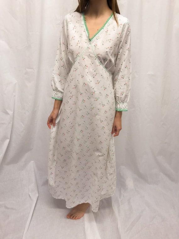 Vintage 40s floral cotton nightie
