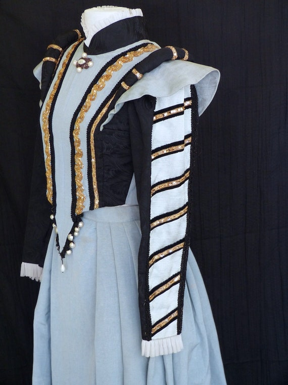 Renaissance lady dress