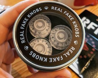 Real Fake Knobs G-type White - 3 Magnet Set
