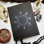 RESERVIERT - Gnomen magic book, A5, 180 Seiten schwarz und hell, gealtert, Ledereinband