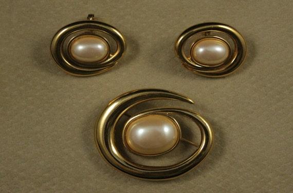 Monet brooch and earrings set, Monet jewelry set,