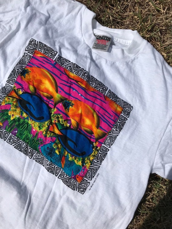 90s fabric embroidered tee