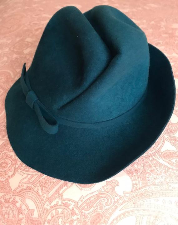 enfant prix pas cher convient aux hommes/femmes Very unique vintage felt wool hat - retro film noir femme fatale style.  Perfect fall fashion statement. Tilted fedora in a teal blue wool.