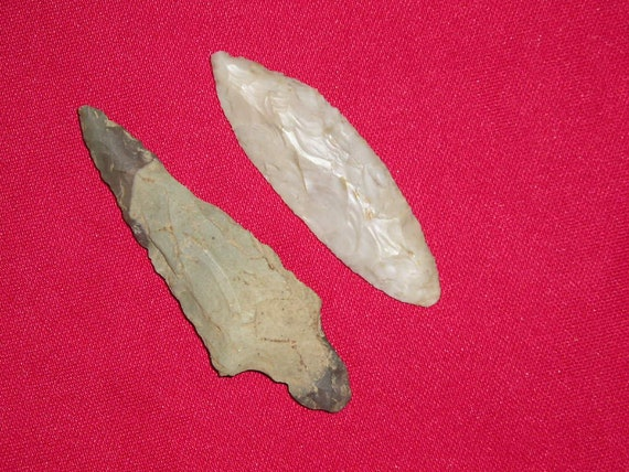 Two Prehistoric Stone Indian Arrowheads Artifacts
