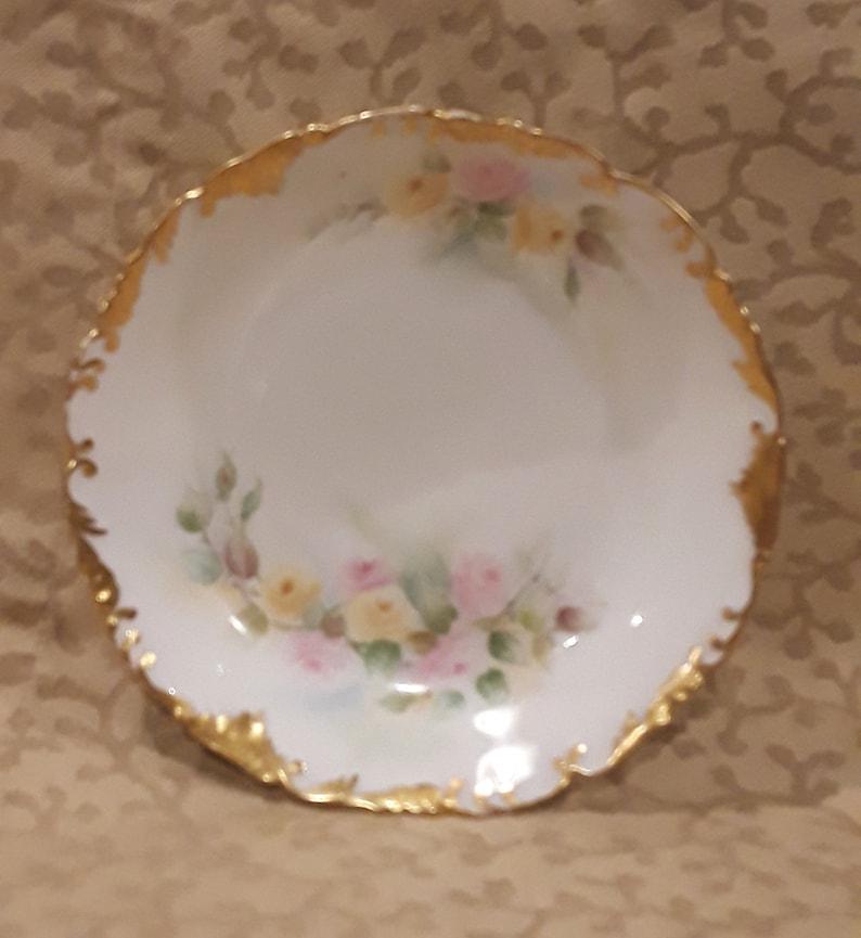 Antique TV Limoges Berry Saucer Paire Peinte rose Roses jaunes Porcelaine victorienne Shabby Cottage Chic