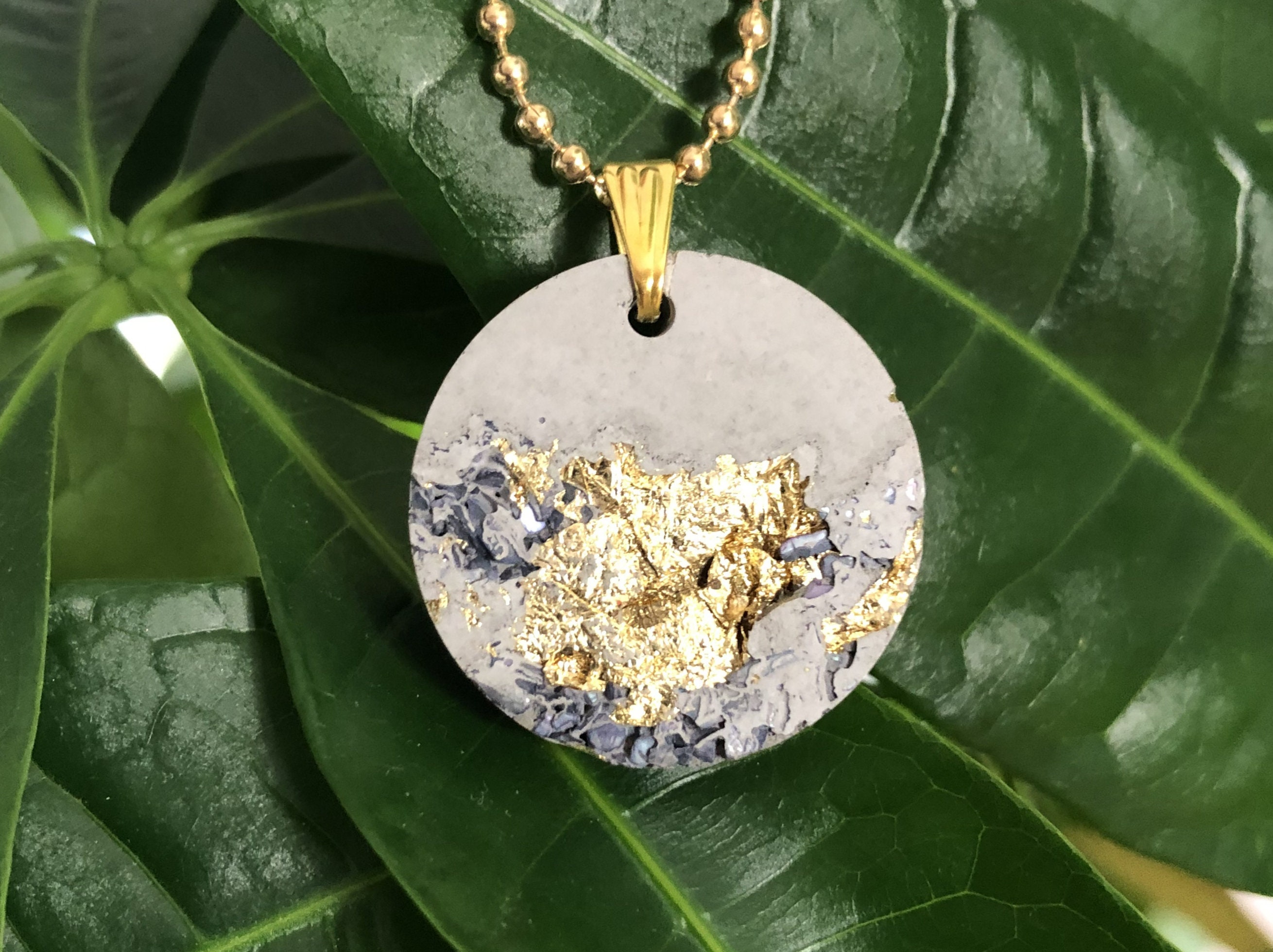 gold chain geometric chain ladies Concrete jewelry necklace round stainless steel with gold leaf and shell shards