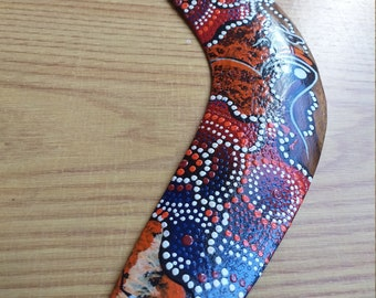 Handcrafted beginner boomerang for kids printed with the New-Caledonian Kanak pattern