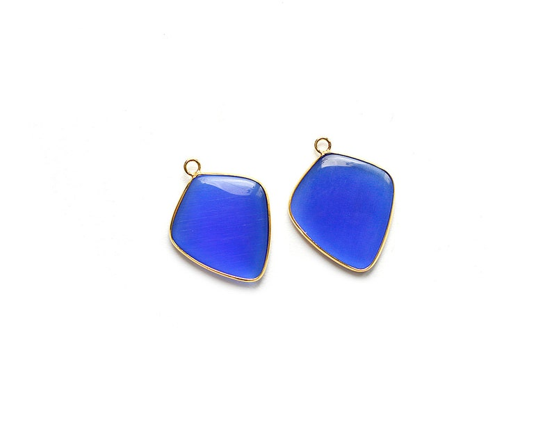 1 pc Gold plated Bezel Blue Cat/'s Eye Rhombus Pendant