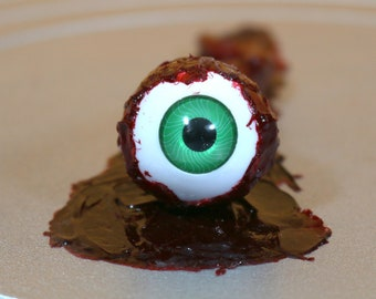 Human eyeball ripped out prop. Great for halloween, horror collector, haunted house or pranks.