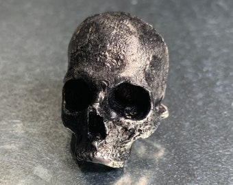 Pewter human skull magnet, perfect for halloween or scary decoration