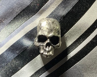 Metal skull lapel pin - perfect for halloween costume or punk outfit
