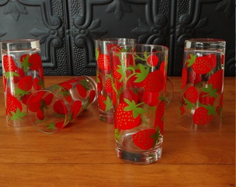Vintage Colony Strawberry Patterned Highballs Glasses, Heavy Bottoms  / Retro Mid Century Drinking Glasses, Barware / Berry Picnic Tumblers