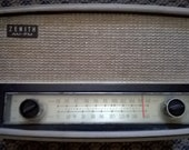 Vintage 1950s Zenith Long Distance Tube AM FM Radio in working Condition
