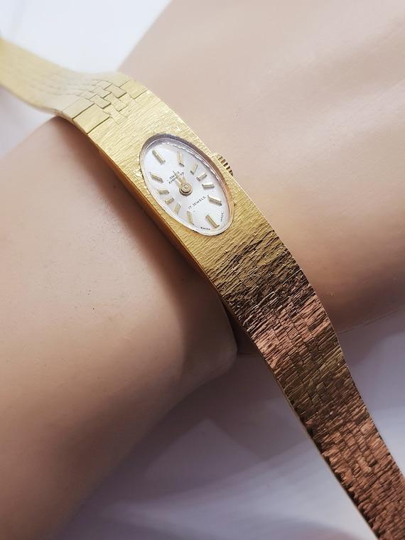 Women's vintage 1970s wristwatch, beautiful gift i