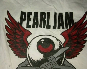 XL Pearl Jam European tour shirt.
