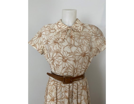 Vintage 1950s daisy day dress