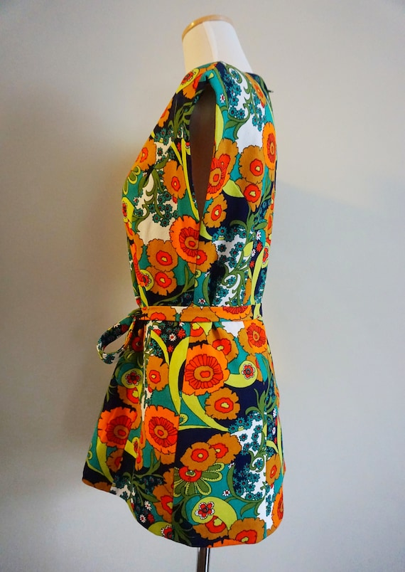 Psychedelic Print 1960s Top with Belt | 1960s Tun… - image 6