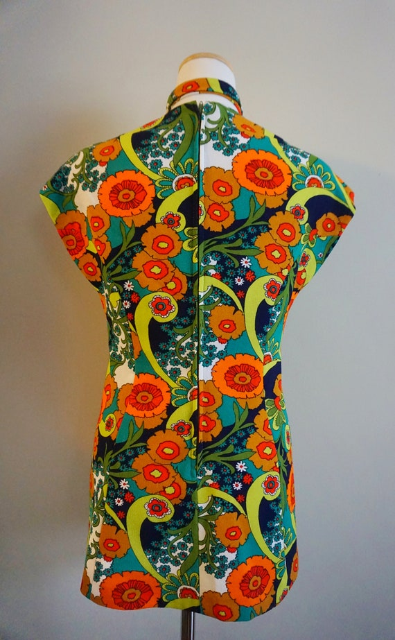 Psychedelic Print 1960s Top with Belt | 1960s Tun… - image 9