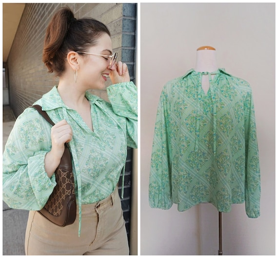 1970s Ditsy Floral Top with Collar and Tie