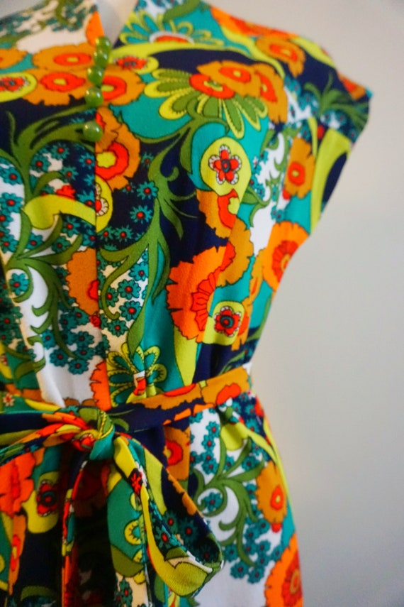 Psychedelic Print 1960s Top with Belt | 1960s Tun… - image 7