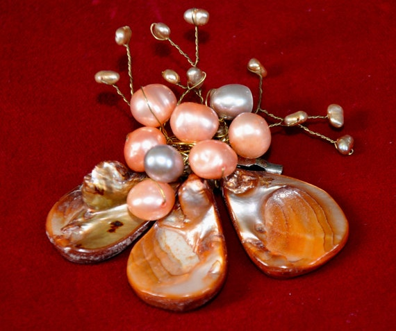 Vintage Shell Brooch, wire and shell brooch, vint… - image 1