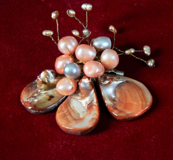 Vintage Shell Brooch, wire and shell brooch, vint… - image 2