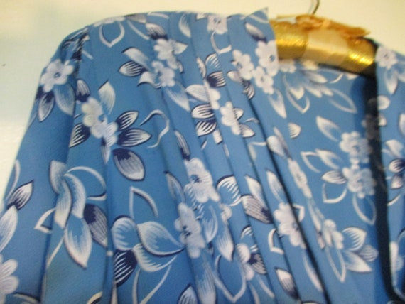 1930's Crepe Blue Dress with White Floral Print - image 4